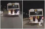 Νεαρός κρεμιέται από λεωφορείο του ΟΑΣΘ και πέφτει εν κινήσει (video)
