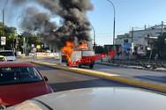 Φορτηγό πήρε φωτιά εν κινήσει στο Κιάτο