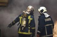 Εκδηλώθηκε φωτιά στην Πλάκα