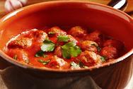Συνταγή για ρεβιθοσουτζουκάκια με κόκκινη σάλτσα