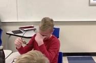 Μαθητής βλέπει για πρώτη φορά τα χρώματα και ξεσπάει σε κλάματα (video)