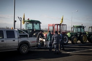 Αγρότες έκλεισαν συμβολικά τον δρόμο για 15 λεπτά στην Καρδίτσα