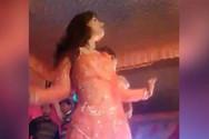 Πυροβόλησαν Ινδή χορεύτρια, γιατί σταμάτησε να χορεύει σε γάμο (video)