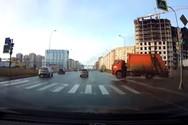Επεισοδιακή είσοδος απορριμματοφόρου σε πολυσύχναστη λεωφόρο (video)