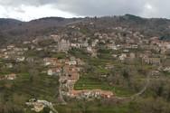 Άγιος Πέτρος - Ένα χωριό στην Πελοπόννησο, κατάφυτο από έλατα, καρυδιές και άλλα δέντρα (video)