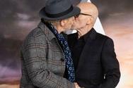 Ο Sir Ian McKellen και ο Sir Patrick Stewart φιλήθηκαν στο στόμα!