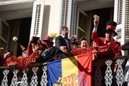 Πάτρα - Σε γιορτινή ατμόσφαιρα η παράδοση του καρναβαλικού λαβάρου στο Δημαρχείο (φωτο)