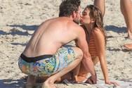 Liam Hemsworth - Με τη νέα του σύντροφο στην παραλία (φωτο)