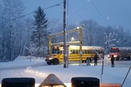 Ειδικό μηχάνημα καθαρίζει το χιόνι από τις οροφές των λεωφορείων (video)