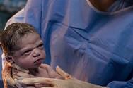 Το βλέμμα ενός νεογέννητου μωρού, που έγινε viral!