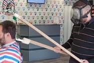 Επικό βίντεο - Δείτε πώς ένας Πατρινός κομμωτής, κούρεψε πελάτη που επέστρεψε από την Ιταλία!