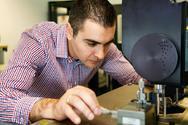 Ο Αιγιώτης καθηγητής Θέμης Προδρομάκης κατάφερε για πρώτη φορά να συνδέσει φυσικούς και τεχνητούς νευρώνες