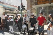 Με τύμπανα και μουσικές έμπαιναν τα πληρώματα στην πλατεία Γεωργίου!