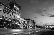 Πάτρα, μια άδεια πόλη σε καραντίνα και σε ασπρόμαυρο φόντο (φωτο)