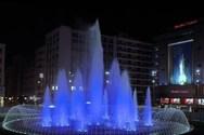 Η Ομόνοια φωτίστηκε στα χρώματα της Ελλάδας (video)