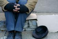 Πάτρα - Η πρωτοβουλία αγάπης που πήραν οι αστυνομικοί για έναν άστεγο