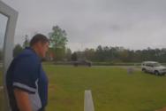 Διασώστης γλιτώνει παρά τρίχα από τροχαίο στην αυλή του (video)