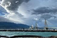 Η γοητεία του «αγριεμένου» καιρού πάνω από τη γέφυρα Ρίου - Αντιρρίου