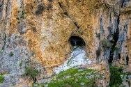 Άγιος Νικόλαος ο Κρεμαστός - Το ξωκλήσι που
