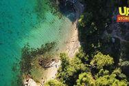Δείτε την παραλία - μύθο της Άλικης Βουγιουκλάκη από ψηλά (video)