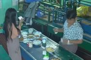 Φωτογράφιση φαγητού καταλήγει σε απίστευτη γκάφα (video)