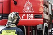 Πάτρα: Στις φλόγες τρία εγκαταλελειμμένα οχήματα στο Ακταίο