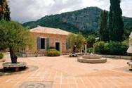 FT: Η Ελλάδα είχε λίγα κρούσματα και ετοιμάζεται να υποδεχθεί τουρίστες