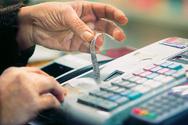 Σε ποια προϊόντα μειώνεται ο ΦΠΑ στο 13% από τη Δευτέρα
