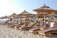 Αργεί ακόμα η κανονικότητα στις παραλίες της Αχαΐας - Χωρίς ξαπλώστρες και δίχως service
