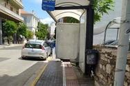 Πάτρα: Η στάση που κλείνει το πεζοδρόμιο και «πατάει» στο πλακάκι διέλευσης τυφλών