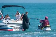 Με τζετ σκι και μάσκες η αποφοίτηση σε σχολείο στη Φλόριντα