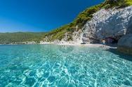 Κορωνοϊός - Ποια είναι η ασφαλέστερη επιλογή: Πισίνα ή παραλία;