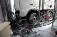 Φορτηγό έπεσε σε γραφεία μεταφορικής εταιρίας, στην Πειραιώς