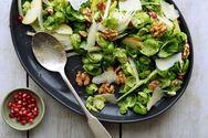 Λαχταριστή σαλάτα με καρύδια και παρμεζάνα