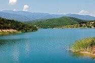 Πετώντας πάνω από την τεχνητή λίμνη Μεταλλείου, στο Κιλκίς (video)