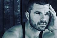 Ο Χρήστος Βασιλόπουλος φωτογραφίζει τον 17 ημερών γιο του (φωτο)