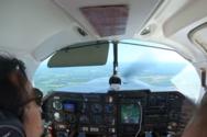 Χώρος αποσκευών μικρού αεροσκάφους άνοιξε κατά τη διάρκεια της πτήσης (video)