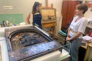 Η Χριστίνα Αλεξοπούλου στην Ιερή Εικόνα της Παναγίας του Μεγάλου Σπηλαίου στο εργαστήριο που βρίσκεται στην Αθήνα (φωτο)
