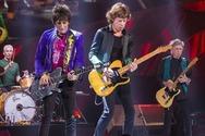 Για πρώτη φορά, το «Scarlet» των Stones μαζί με Jimmy Page (video)