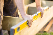 e-ΕΦΚΑ: Αδειοδωρόσημο Αυγούστου σε εργατοτεχνίτες οικοδόμους