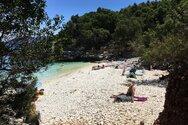 Πέντε ελληνικές παραλίες στη λίστα της Mirror με τις 10 πιο πριβέ, ειδυλλιακές της Ευρώπης