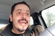 Ταξί: Ο Αλέξανδρος Τσουβέλας ξεκινάει τις