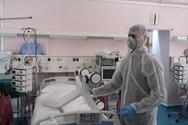 Ένας στους πέντε νέους με κορωνοϊό χρειάζεται νοσηλεία σε ΜΕΘ