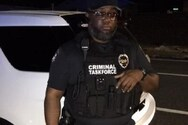 Χειροπέδες σε μαϊμού-αστυνομικό στις ΗΠΑ