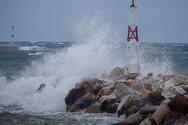 Mεταβολή του καιρού: Πτώση θερμοκρασίας, θυελλώδεις άνεμοι και πιθανότητα Μεσογειακού κυκλώνα