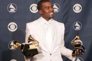 Ο Kanye West ούρησε πάνω σε ένα βραβείο Grammy (φωτο)