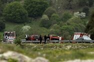 Ερύμανθος: Όχημα έπεσε σε χαράδρα - Εγκλωβισμένη η οδηγός