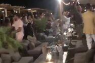 Έκαναν αποχαιρετιστήριο «κορόνα πάρτι» σε πασίγνωστο beach bar της Μυκόνου