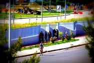 Πάτρα: Οι μετανάστες έκαναν και πάλι την εμφάνισή τους μπροστά από το λιμάνι