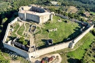 Χλεμούτσι - Ένα από τα πιο καλοδιατηρημένα κάστρα κυριαρχεί στην Ηλεία (video)